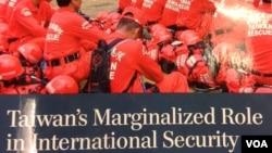 美國戰略與國際研究中心報告《台灣在國際安全的邊緣化角色》(美國之音鍾辰芳拍攝)