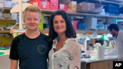 This September 2019 photo provided by UC San Diego shows Stephanie Cherqui and patient Jordan Janz in her research lab in La Jolla, Calif. (UC San Diego via AP)
