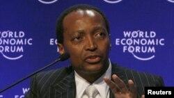 Ông Patrice Motsepe, chủ sở hữu của công ty khai khoáng Cầu vồng Châu Phi là một trong những người giàu nhất Châu Phi.