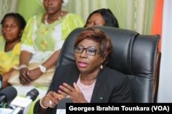La ministre de l'éducation nationale Kandia Camara, le 17 septembre 2017 à Abidjan, en Côte d'Ivoire. (VOA/Georges Ibrahim Tounkara)