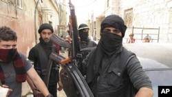 Binh sĩ của Quân đội Giải phóng Syria tại một khu phố ở Damascus, ngày 1/4/2012