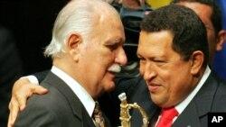 El ex ministro venezolano José Vicente Rangel (en la foto con Chávez) realizó sus acusaciones durante su programa por la televisión estatal.