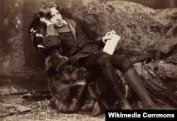 «اسکار وایلد» در سال ۱۸۹۷ و پس از گذراندن دو سال زندان به پاریس کوچ کرد.