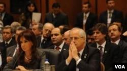 La presidenta argentina, Cristina Fernández de Kirchner, cuestionó la patente a la vacuna contra la gripe A H1N1.
