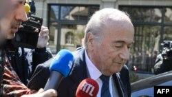L'ancien patron de la FIFA, Sepp Blattersortant du Tribunal Arbitral du Sport (TAS) le 29 april , 2016 à Lausanne, Suisse.