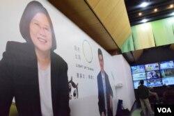 民進黨正副總統候選人蔡英文、陳建仁在台灣青少年模擬投票獲61%支持度。(美國之音湯惠芸)