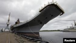 印度購買的俄羅斯改裝的蘇聯時代的一艘航母戈爾什科夫號,目前改名為維克拉瑪蒂亞號的航母,2009年7月2號停靠在北方城市阿爾漢格爾斯科的謝夫馬沙造船廠。