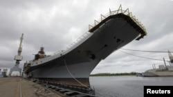 印度购买的俄罗斯改装的苏联时代的一艘航母戈尔什科夫号,目前改名为维克拉玛蒂亚号的航母,2009年7月2号停靠在北方城市阿尔汉格尔斯科的谢夫马沙造船厂。