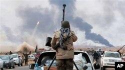 ການສູ້ລົບກັນ ລະຫວ່າງກຳລັງນິຍົມ Gadhafi ແລະພວກຕໍ່ຕ້ານລັດຖະບານ ໃນລີເບຍ (10 ມີນາ 2011)