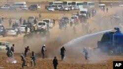 Các quan chức Thổ Nhĩ Kỳ đã đụng độ với hàng trăm người biểu tình Kurd.