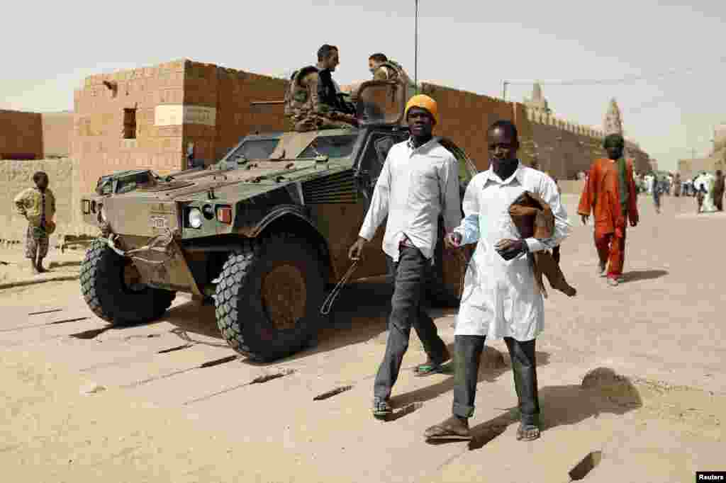 French soldiers patrol outside Djinguereber mosque after Friday prayers in the center of Timbuktu February 1, 2013.