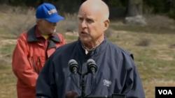 Lệnh hành chánh được thống đốc Jerry Brown ban hành ngày yêu cầu Uỷ ban Kiểm soát Nguồn nước Tiểu bang giảm 25% lượng nước sử dụng trên toàn tiểu bang California.