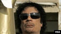 Moammar Gaddafi, belum diketahui di mana keberadaannya (foto: dok.). Gaddafi menyampaikan pesan audio yang disiarkan oleh televisi yang berbasis di Suriah (6/10).