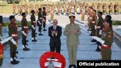 14일 취임 후 처음으로 파키스탄을 방문한 아슈라프 가니 아프가니스탄 대통령(왼쪽)이 나와즈 샤리프 총리와 만났다.