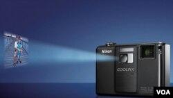La cámara Nikon S1000pj permite la proyección de imágenes y videos desde el mismo dispositivo.