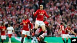 Zlatan Ibrahimovic après avoir marqué un but lors de la finale de la Coupe de la Ligue entre Manchester United et le FC Southampton au stade Wembley, à Londres, 26 février 2017l.