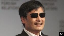 """El activista ciego Chen Guangcheng fue nombrado """"Rebelde del Año"""", por la revista para hombres GQ."""