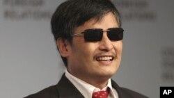 ນັກເຄື່ອນໄຫວ Chen Guangcheng ເປັນນັກຕໍ່ຕ້ານລັດຖະບານຈີນ ຕາບອດ ທີ່ດໍາລົງຊີວິດແບບຄົນພັດຖິ່ນ ຢູ່ໃນນະຄອນນີວຢອກ