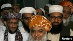 افغان عالمانو مولانا فضل الرحمن ته ویلي چې ولې د پاکستان په اړه غلی دی چې، په انګریزي قانون فیصلې کیږي.