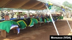 Les cercueils dans Casques bleus tués lors d'une cérémonie à Béni, le 11 décembre 2017. (Monusco)