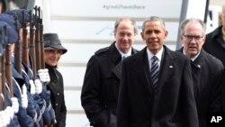 오바마 대통령이 24일 독일에 도착하는 모습. 오바마 대통령은 이틀 간 독일에 머물며 미국과 유럽연합(EU)이 추진 중인 범대서양 무역투자 동반자협정(TTIP)협상 타결 노력을 펼칠 예정입니다.