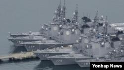 일본 해상 자위대 기지에 정박해 있는 군함. (자료사진)