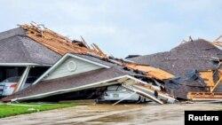godina të shkatërruara nga një tornado në qytetin Monroe, të shtetit Luiziana (12 prill 2020)