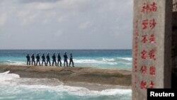 Binh sĩ Quân đội Giải phóng Nhân dân Trung Quốc (PLA) tuần tra ở quần đảo Trường Sa, ngày 9 tháng 2 năm 2016.