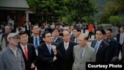 正在台湾访问的中国海协会长陈德铭(左三)一行参观太鲁阁 (海基会提供)