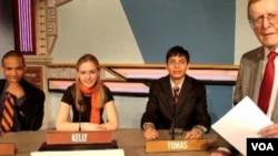 Estadounidenses reconocidos, incluyendo la secretaria de Estado Hillary Clinton, participaron en el programa en su adolescencia.