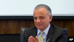 Archivo-- El Director Interino de ONUSIDA, Dr. Luiz Loures, durante un encuentro de la Organizacion Panamericana de la Salud y la OMS en la sede de la OPS. Washington. 30-6-15.