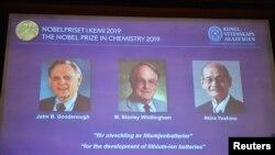 John Goodenough (AS), Stanley Whittingham (Inggris) dan Akira Yoshino (Jepang) dianugerahi hadiah Nobel Kimia di Stockholm, Swedia, 9 Oktober 2019.