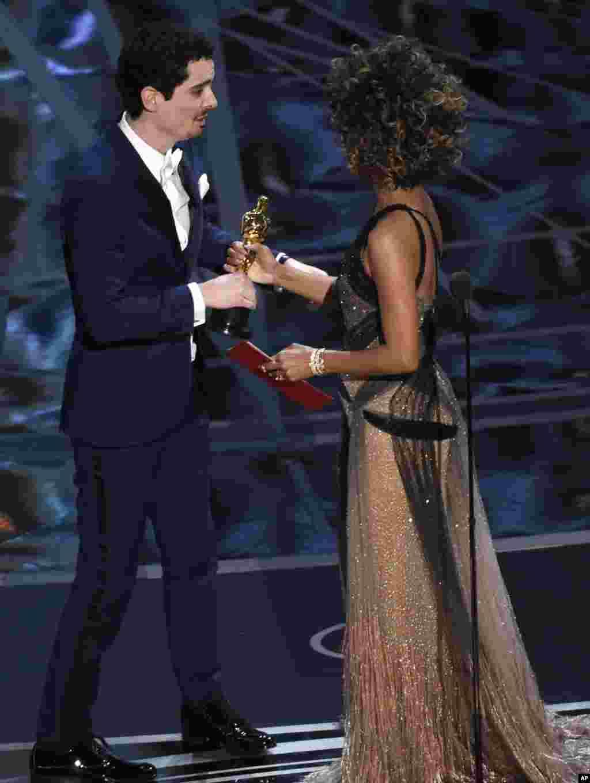 اسکار بهترین کارگردانی٬ یکی از مهمترین جوایز امشب٬ به دیمین شزل برای فیلم لالالند رسید.