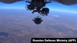 Suriyada jangarilarni nishonga olayotgan Rossiya samolyoti