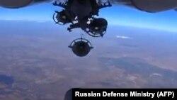 Avion russe tirant des missiles contre le groupe Etat Islamique en Syrie