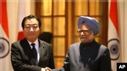 Serokwezîrê Hîndistanê Manmohan Singh bi Serokwezîrê Japonyayê Yoshihiko Noda re ye.