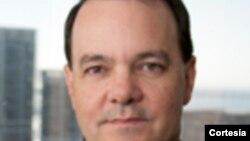 Robert Macaulay dialoga sobre la Corte Suprema y las ordenes ejecutivas