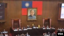 台灣立法院議場內的孫中山遺像(美國之音張永泰拍攝)