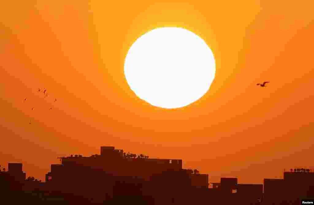 طلوع آفتاب در قاهره مصر
