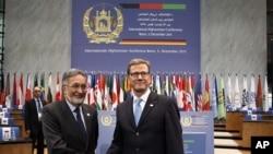 Ο Γερμανός Υπουργός Εξωτερικών Γ. Βεστεβέλε με τον Αφγανό ομόλογό του Σ. Ρασούλ στη Βόννη.