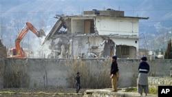 پاکستانی شہر ایبٹ آباد میں بن لادن کی پناہ گاہ کو مسمار کیا جارہا ہے