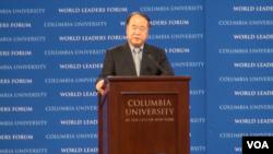莫言在纽约哥伦比亚大学演讲 (美国之音方冰拍摄)