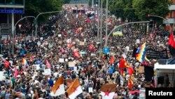 Des milliers de personnes protestent contre le sommet de G20 à Hambourg, Allemagne, 8 juillet 2017.
