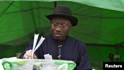 FILE - Nigeria's President Goodluck Jonathan casts his ballot in his ward at Otuoke, Bayelsa state, March 28, 2015.