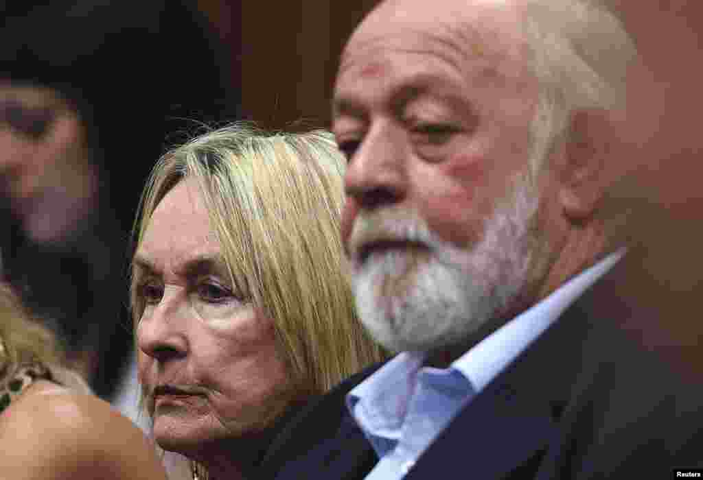 June and Barry Steenkamp, parents of Reeva Steenkamp, listen to the verdict for Oscar Pistorius at the North Gauteng High Court in Pretoria, Sept.11, 2014.