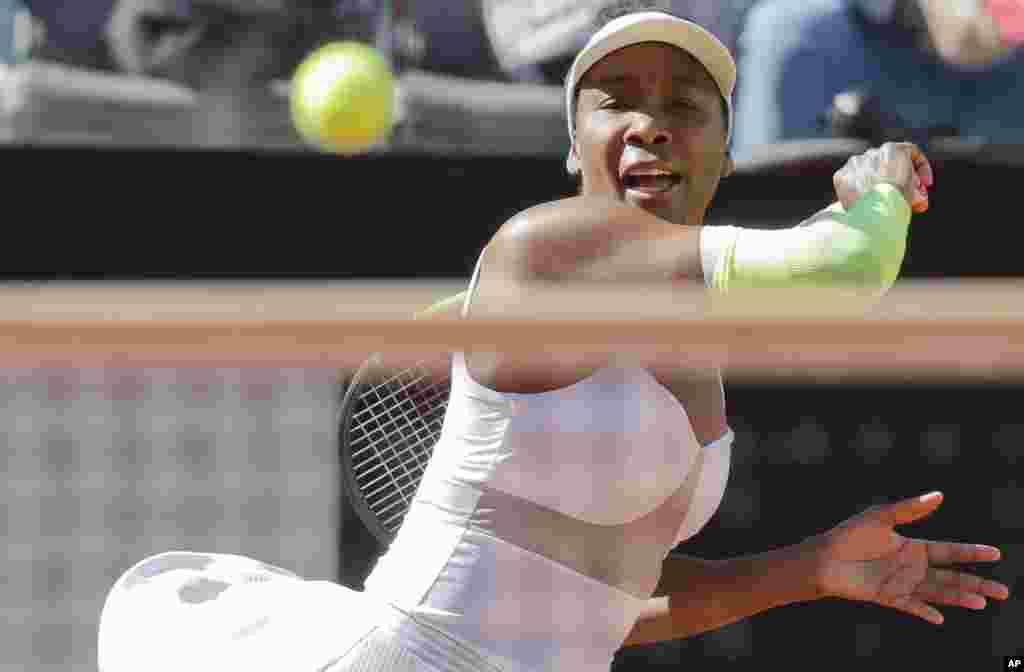ونوس ویلیامز تنیسور مشهور آمریکایی در مسابقات اوپن ایتالیا.
