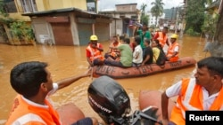 印度救援人员救人