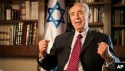 """""""Si están disparando contra nosotros, y no dejan que nuestras madres y sus hijos ... puedan tener una buena noche, ¿qué podemos hacer?'', dijo Peres."""