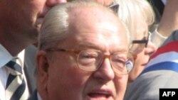 Trong bài nói chuyện từ giã các đảng viên, ông Le Pen nói rằng giờ đã đến lúc họ phải đảm đương nghĩa vụ mang lại thành công cho đảng, dưới sự chỉ đạo của một lãnh tụ mới