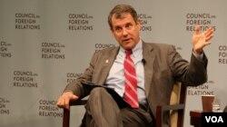 2014年12月2日,谢罗德•布朗参议员在美国外交关系协会谈论美国对华政策新思路。(美国之音杨晨拍摄)